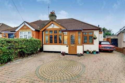 2 bedroom bungalow for sale - Mayswood Gardens, Dagenham