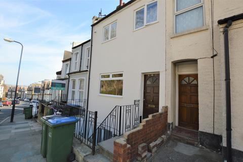 2 bedroom flat for sale - Vicarage Park, Plumstead, London, SE18