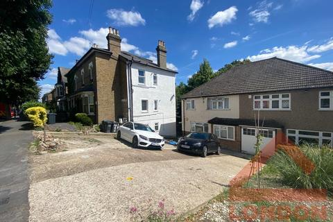4 bedroom house share to rent - Avondale Road, CR2 6JE