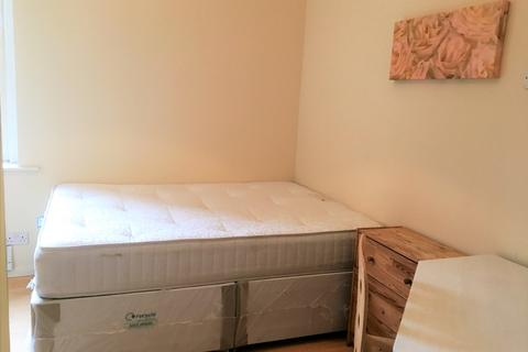 Studio to rent - High Street, Acton, London