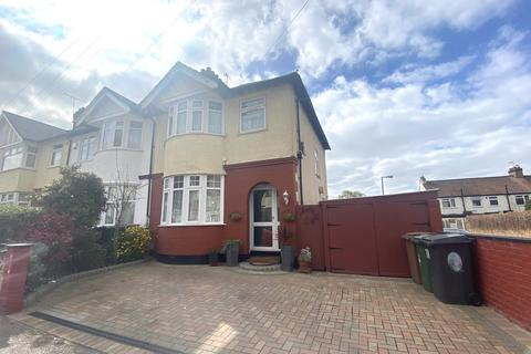 3 bedroom house to rent - Alpha Road, Chingford, London