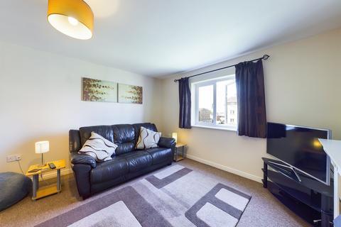 2 bedroom flat to rent - Lloyd Close, Cheltenham, Gloucestershire