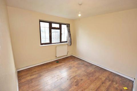 2 bedroom maisonette for sale - Bertrand Way, London, SE28