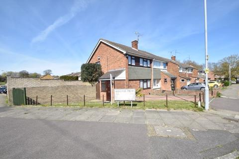 3 bedroom semi-detached house for sale - Holgate Drive, Luton