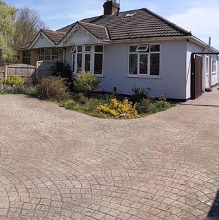 3 bedroom bungalow to rent - DEEDMORE ROAD, POTTERS GREEN, COVENTRY, CV2 2AA