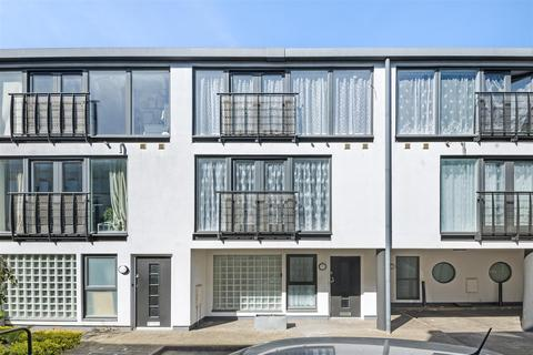 4 bedroom townhouse to rent - Wellington Road, London