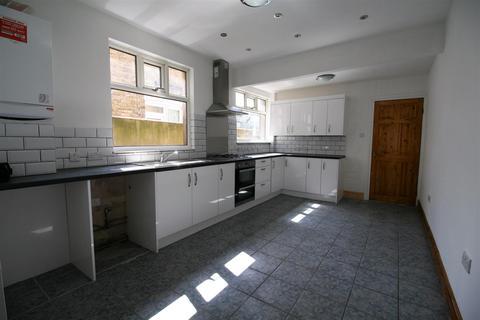 3 bedroom terraced house to rent - Newport Road, LEYTON E10