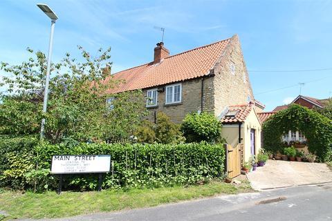3 bedroom cottage for sale - Main Street, Elloughton