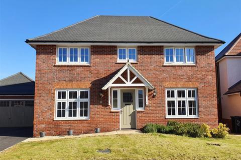 4 bedroom detached house for sale - Lionheart Lane, Stretton, Burton-On-Trent
