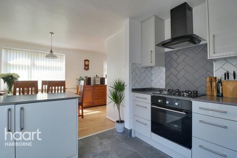 4 bedroom detached bungalow for sale - Fitz Roy Avenue, Harborne