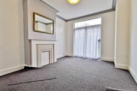 3 bedroom semi-detached house to rent - Colney Hatch Lane, Muswell Hill, London N10