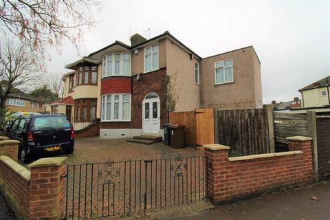 4 bedroom property to rent - Clare Gardens, Upney