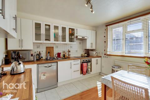 2 bedroom flat for sale - Coppock Close, London, SW11