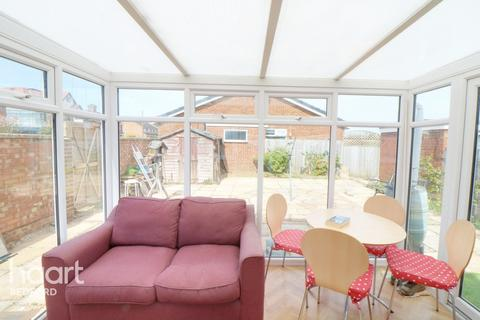 2 bedroom semi-detached bungalow for sale - Squires Road, Bedford