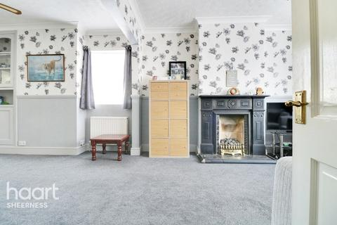 3 bedroom end of terrace house for sale - Main Road, Queenborough