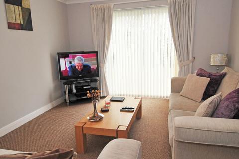 2 bedroom flat to rent - Delfont CLose, RH10 7QX
