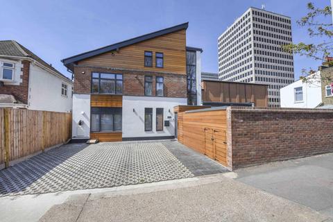 3 bedroom detached house for sale - Howard Road, New Malden, KT3