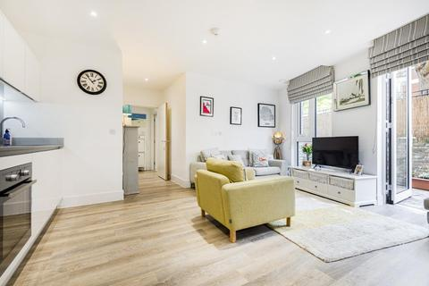 2 bedroom flat for sale - Hyde Lane, Battersea