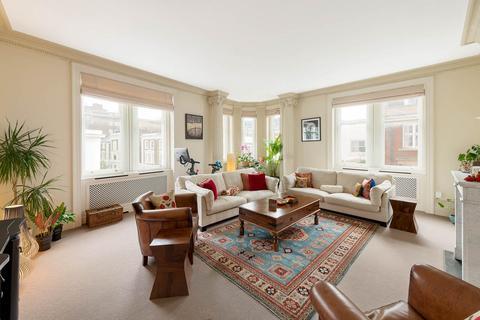 4 bedroom flat for sale - Kensington Court Place, Kensington, London