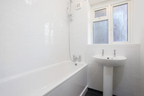 3 bedroom flat to rent - John Pritchard House , Buxton Street , London E1