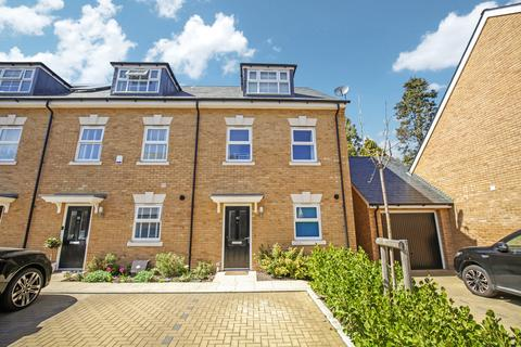 3 bedroom end of terrace house for sale - Timms Close, Horsham