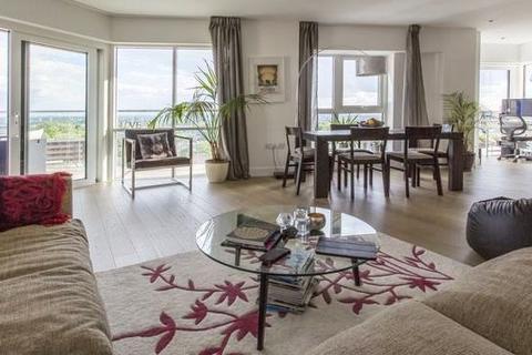 3 bedroom flat to rent - Longfield Avenue, Ealing