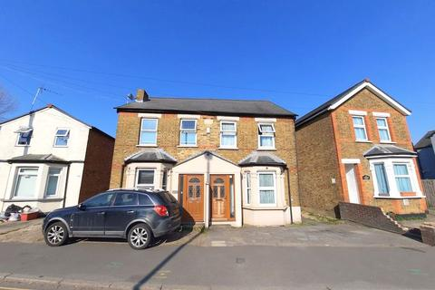 3 bedroom semi-detached house for sale - Faggs Road, Feltham
