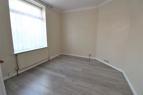 3 bedroom terraced house to rent - Parsloes Avenue, Dagenham, Essex, RM9