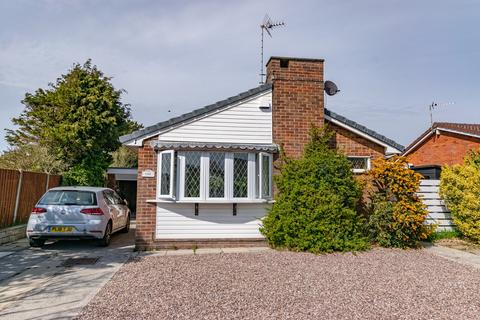 2 bedroom detached bungalow to rent - Audley Close, Ansdell, FY8