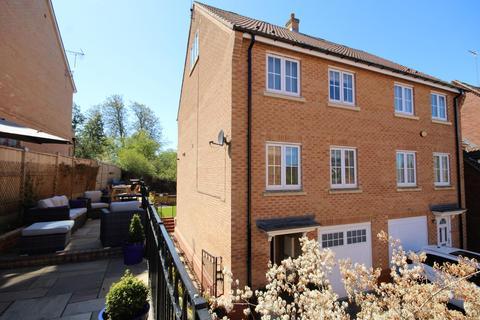 4 bedroom townhouse for sale - Laurel Court, Beverley