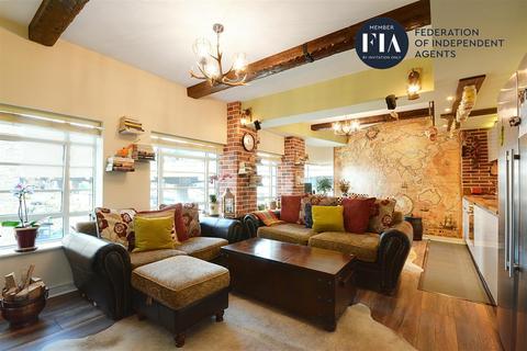 2 bedroom flat for sale - Wallis House, Great West Quarter, Brentford
