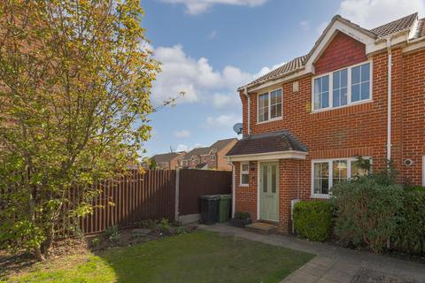 3 bedroom end of terrace house for sale - Manor Crescent, Epsom