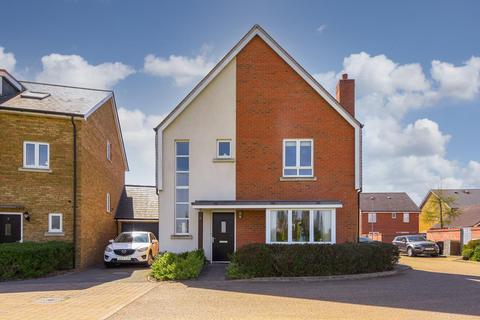 4 bedroom detached house for sale - Holly Close, Epsom