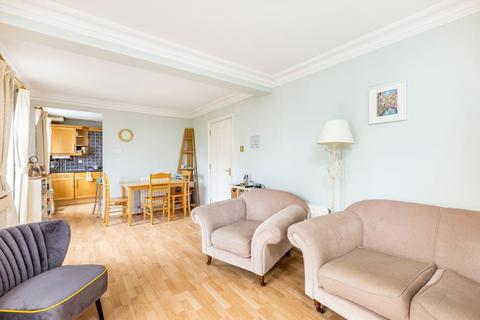 2 bedroom flat for sale - Willow lodge, 195 Cedars Road, London, SW4