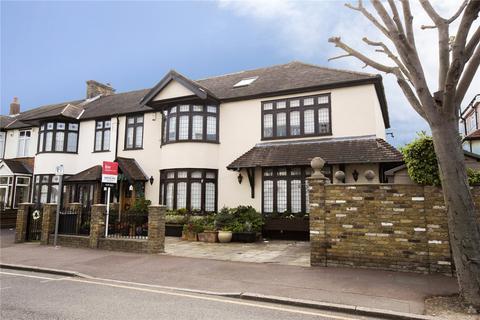 5 bedroom end of terrace house for sale - Sandringham Road, Barking, IG11