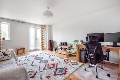 2 bedroom flat for sale - Pettacre Close London SE28