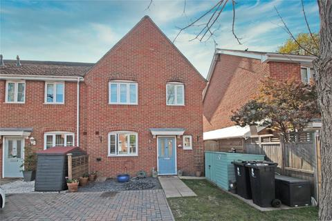 3 bedroom end of terrace house for sale - Peppercorn Close, Christchurch, BH23