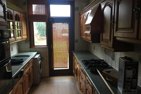 3 bedroom house to rent - Meadway, Ilford, IG3