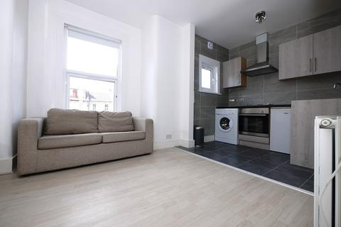 Studio to rent - Addison Road, London, Greater London. E11