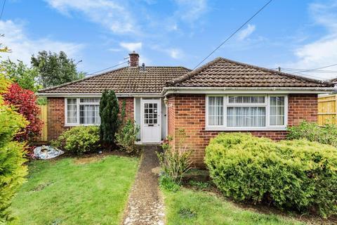 2 bedroom detached bungalow for sale - Yarnton,  Kidlington,  OX5