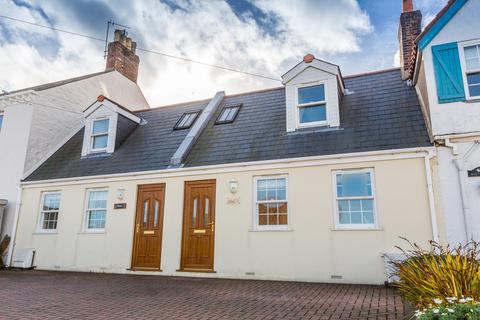 2 bedroom terraced house for sale - Les Varendes, St. Andrew, Guernsey