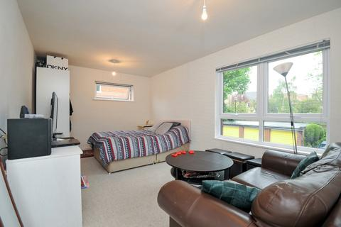 Studio to rent - Hillcroft Crescent Ealing W5
