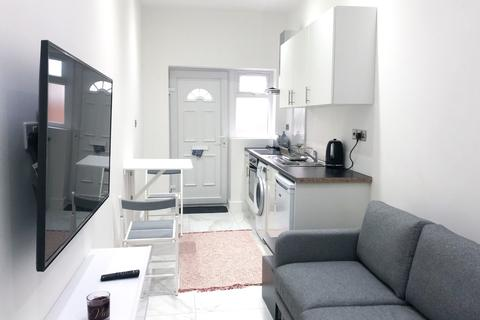 Studio to rent - Friars Place Lane, London, W3