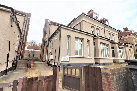 2 bedroom flat for sale - Spinney Lodge, Montalt Road, Woodford Green IG8