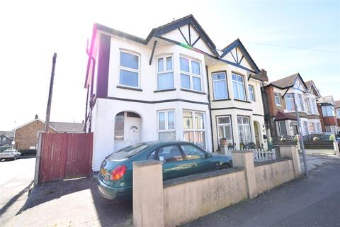 3 bedroom semi-detached house for sale - Marshalls Road, Romford, RM7