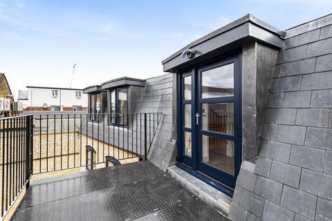 2 bedroom flat for sale - Batemans Yard, Tooting High Street, Tooting