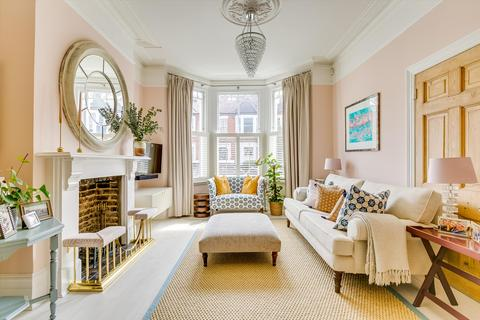 6 bedroom terraced house for sale - Broomwood Road, London, SW11