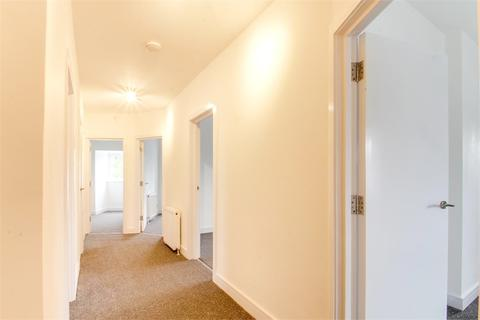 3 bedroom flat to rent - Sipson Road, West Drayton, Greater London