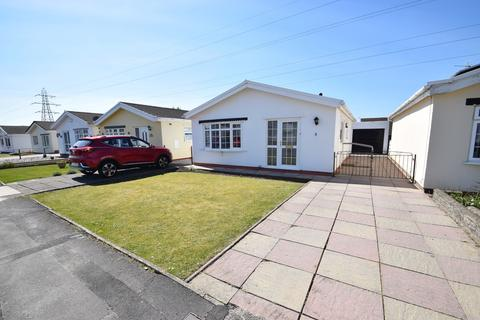 2 bedroom detached bungalow for sale - 8 Glynbridge Gardens, Bridgend, Bridgend County Borough, CF31 1LN