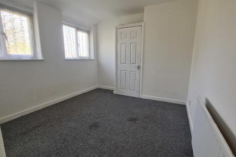 3 bedroom semi-detached house to rent - Providence Road, Yiewsley